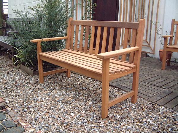 castleham-bench-120cm-side-view