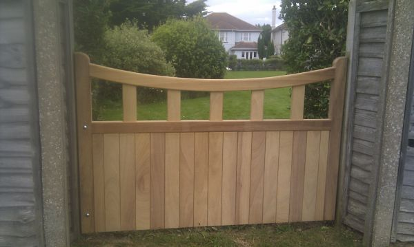 heathfield-gate-curved-top-front-view-alternative