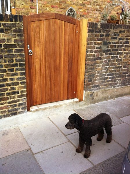 lewes-gate-front-stained-natural