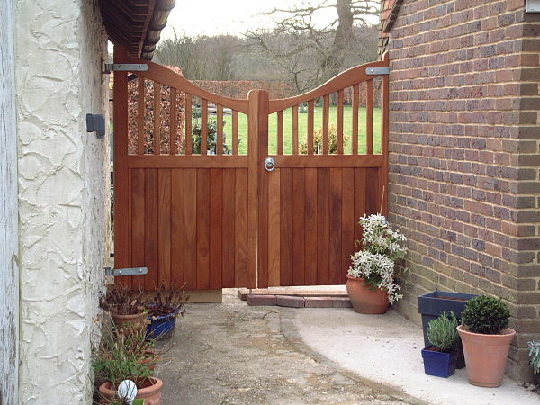 maresfield-gate-curved-top-concave