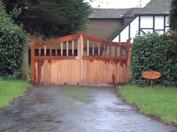 maresfield-gate-curved-top-front-view-alternative