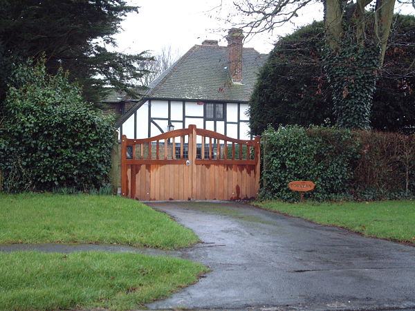 maresfield-gate-curved-top-front-view