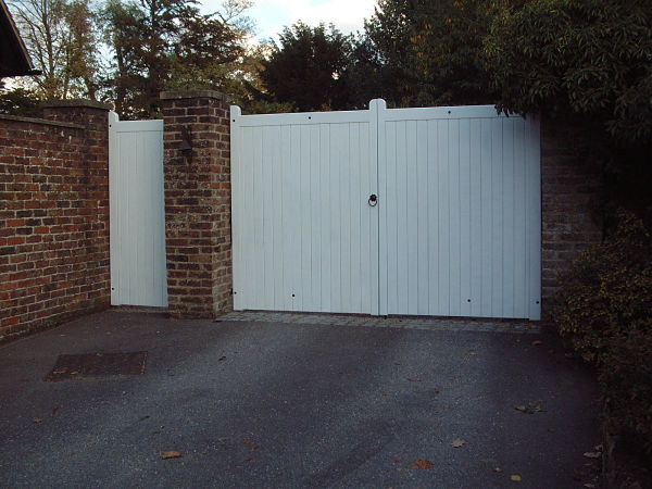 mayfield-gate-straight-top-front-view-white