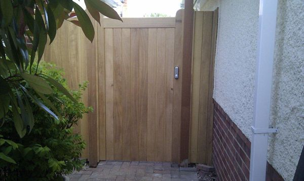 mechanical-digital-lock-fitted-to-wivelsfield-gate
