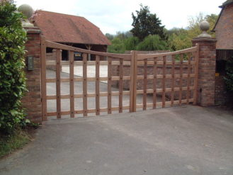 Robertsbridge Gate - Curved Top