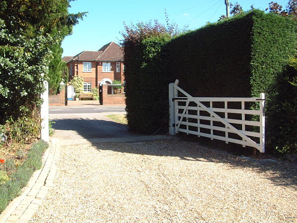 seaford-gate-390cm-white-alternative-view