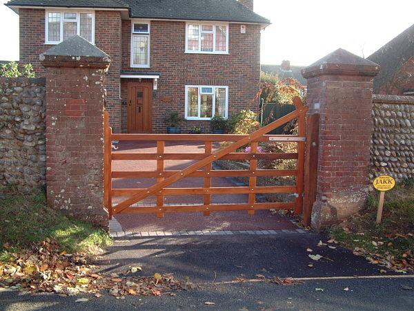 seaford-gate