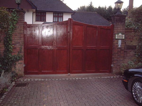 sevenoaks-gate-curved-top-mahogany-alternative-view