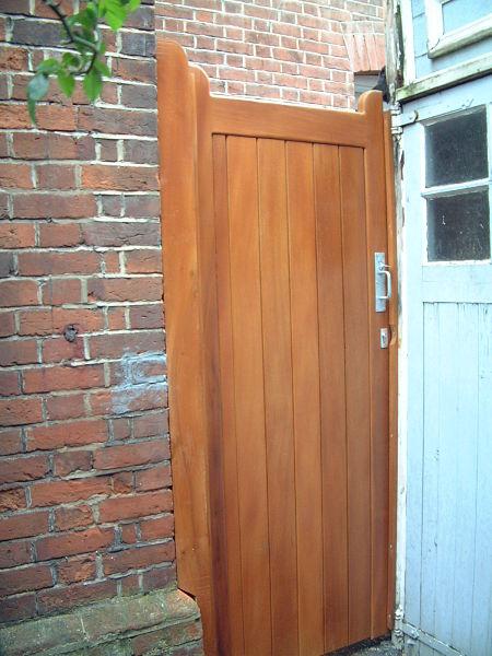 wivelsfield-gate-antique-pine